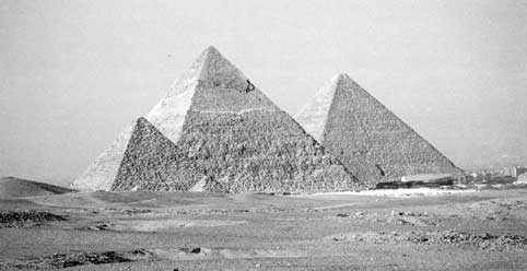 Наиболее известны великие пирамиды на