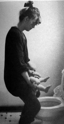 Девочка писает стоя в позах фото 270-650